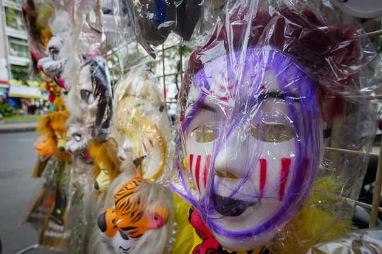Đổ xô mua đồ hóa trang khi ngày Halloween cận kề - Ảnh 4.