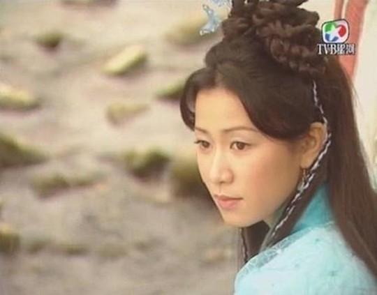 Những mỹ nhân tỏa sáng màn ảnh nhờ tiểu thuyết Kim Dung - Ảnh 2.