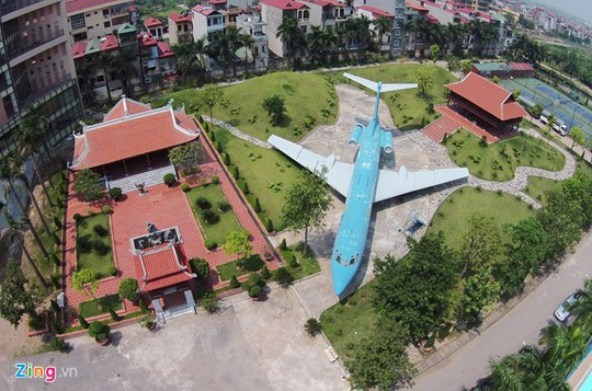 Thực hư hình ảnh máy bay nằm giữa đường tại Nội Bài - Ảnh 3.