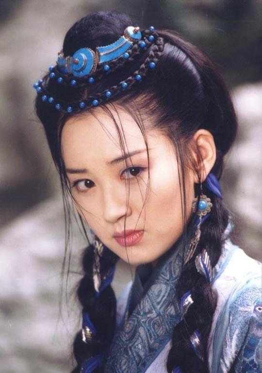 Những mỹ nhân tỏa sáng màn ảnh nhờ tiểu thuyết Kim Dung - Ảnh 5.