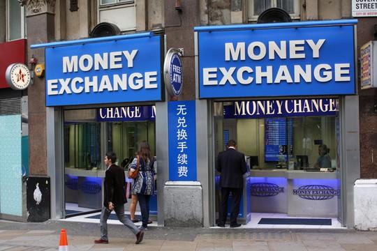 Điểm thu đổi ngoại tệ được quản lý ra sao tại các nước? - Ảnh 1.