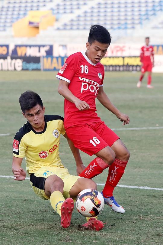 Bịt kẽ hở của bóng đá Việt - Ảnh 1.
