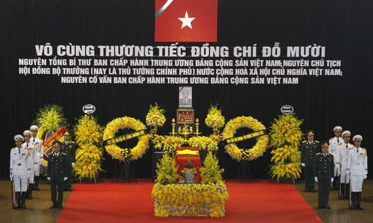 Hàng ngàn người dân tiễn đưa nguyên Tổng Bí thư Đỗ Mười về nơi an nghỉ - Ảnh 1.