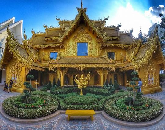 Ngỡ ngàng nhà vệ sinh có kiến trúc cầu kỳ như cung điện - Ảnh 3.