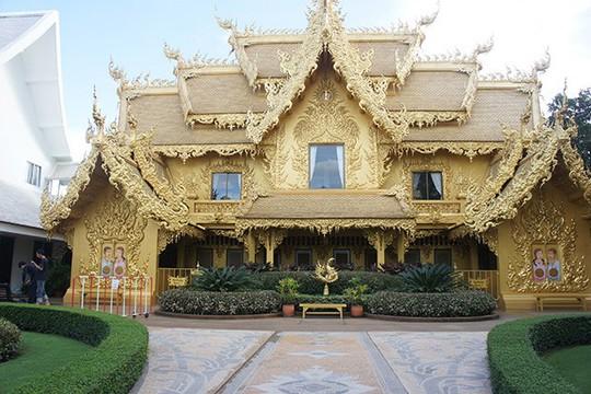 Ngỡ ngàng nhà vệ sinh có kiến trúc cầu kỳ như cung điện - Ảnh 4.
