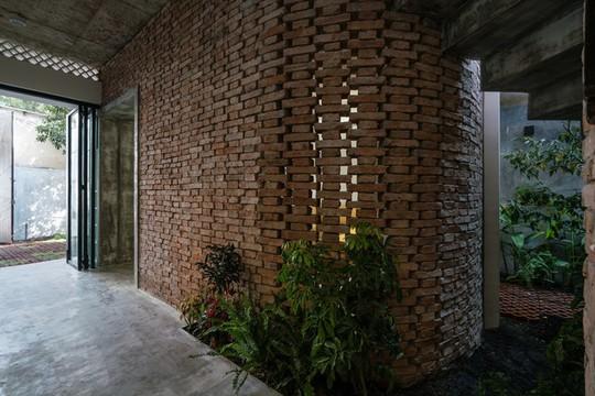 Ngôi nhà gạch mộc ở TP HCM đẹp giản dị trên báo Tây - Ảnh 10.