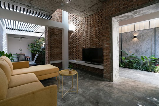 Ngôi nhà gạch mộc ở TP HCM đẹp giản dị trên báo Tây - Ảnh 4.