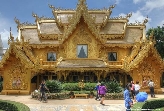 Ngỡ ngàng nhà vệ sinh có kiến trúc cầu kỳ như cung điện - Ảnh 1.