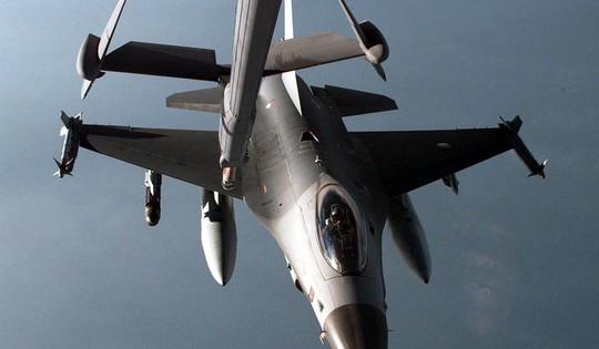 Hà Lan xuất kích chiến đấu cơ F-16 mang tên lửa hộ tống máy bay chở khách - Ảnh 1.