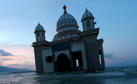 Sóng thần Indonesia: Cận cảnh đất hóa lỏng nhấn chìm cả làng - Ảnh 6.