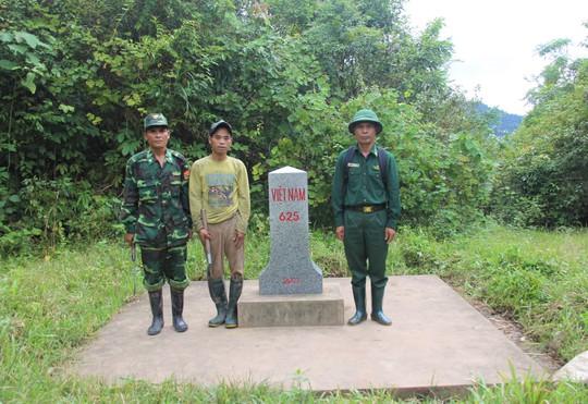 Băng rừng đưa 6 người con của người giữ biên cương về trường học tập - Ảnh 2.