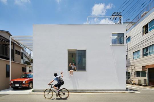 Ngôi nhà Nhật có 7 ban công quay ngược vào trong - Ảnh 1.
