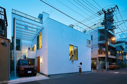 Ngôi nhà Nhật có 7 ban công quay ngược vào trong - Ảnh 3.