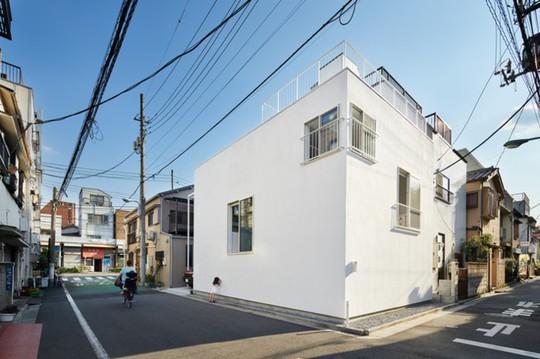 Ngôi nhà Nhật có 7 ban công quay ngược vào trong - Ảnh 4.