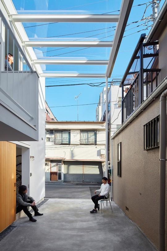 Ngôi nhà Nhật có 7 ban công quay ngược vào trong - Ảnh 10.