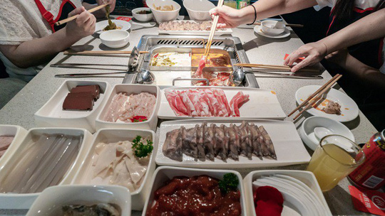 Trung Quốc có thêm 4 tỷ phú USD nhờ chuỗi nhà hàng lẩu - Ảnh 1.