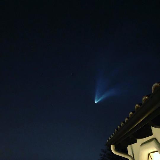 Vầng sáng trôi trên trời khiến dân California hoang mang - Ảnh 6.
