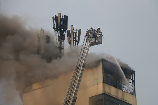 Đốt vàng mã ngày mùng 1 làm cháy lớn quán karaoke đặt cột viễn thông - Ảnh 7.