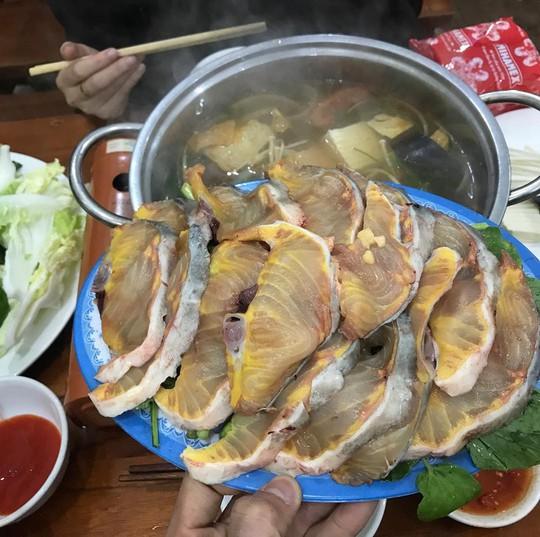 Lẩu cá hồi, rau mầm đá hấp dẫn du khách đến Sa Pa mùa này - Ảnh 2.