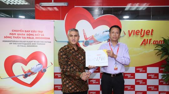 Vietjet khẩn trương hoạt động cứu trợ nạn nhân động đất - sóng thần Indonesia - Ảnh 4.