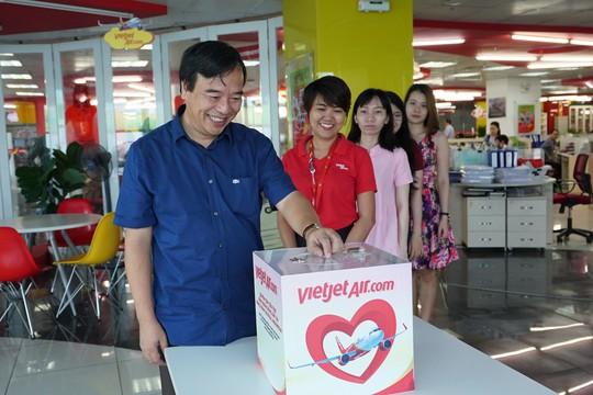 Vietjet khẩn trương hoạt động cứu trợ nạn nhân động đất - sóng thần Indonesia - Ảnh 5.