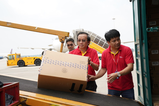 Vietjet khẩn trương hoạt động cứu trợ nạn nhân động đất - sóng thần Indonesia - Ảnh 6.