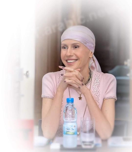 Hình ảnh sau hóa trị của đệ nhất phu nhân Syria gây tranh cãi - Ảnh 2.
