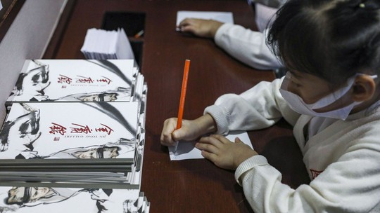 Tang lễ nhà văn Kim Dung được tổ chức riêng tư theo di chúc - Ảnh 3.