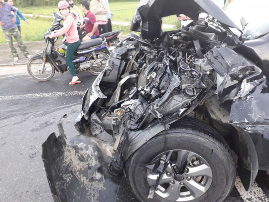 Tai nạn kinh hoàng giữa 2 xe tải, ô tô Mazda BT50 và 2 xe máy - Ảnh 4.