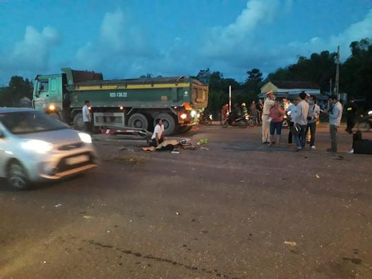 Tai nạn kinh hoàng giữa 2 xe tải, ô tô Mazda BT50 và 2 xe máy - Ảnh 7.