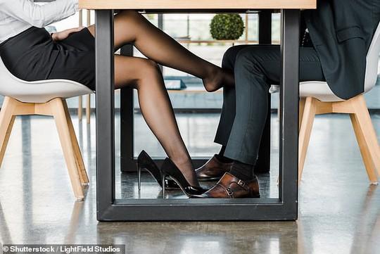 10% đàn ông, 7% phụ nữ là người nghiện tình dục? - Ảnh 1.