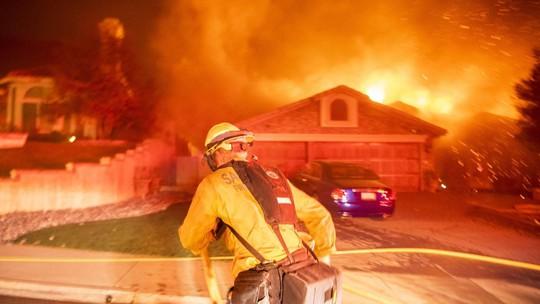 Hàng loạt ngôi sao Hollywood sơ tán khẩn cấp vì cháy rừng - Ảnh 5.