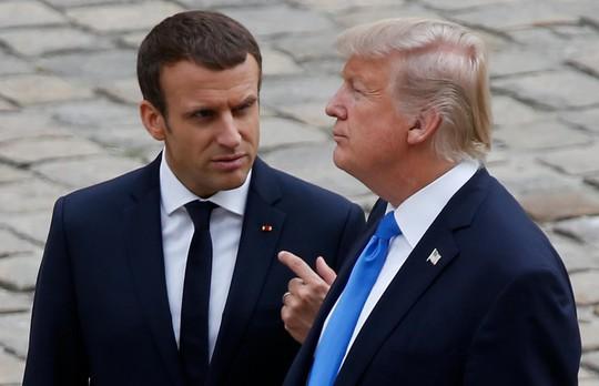 Ông Trump chỉ trích ông Macron trước khi đến Pháp - Ảnh 1.