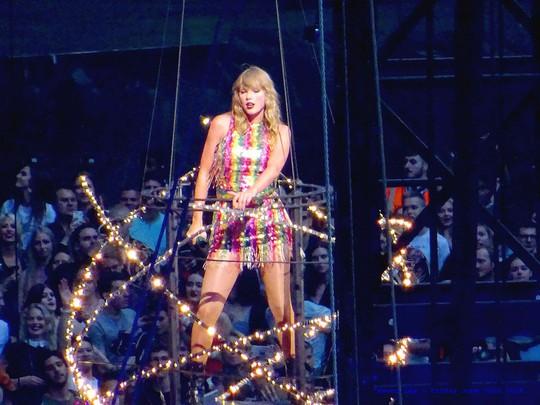Những ca sĩ có doanh thu lưu diễn cao nhất thế giới - Ảnh 1.