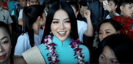 Tân Hoa hậu Trái đất xinh đẹp ngày trở về Việt Nam - Ảnh 3.