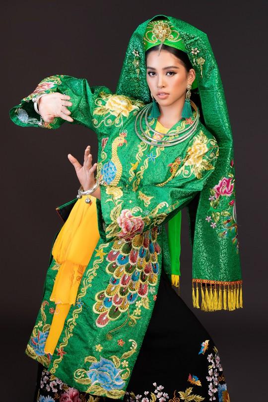 Hoa hậu Tiểu Vy lên đồng tại Miss World 2018 - Ảnh 1.