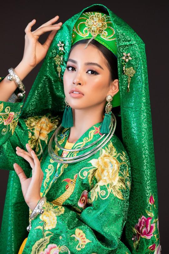 Hoa hậu Tiểu Vy lên đồng tại Miss World 2018 - Ảnh 2.