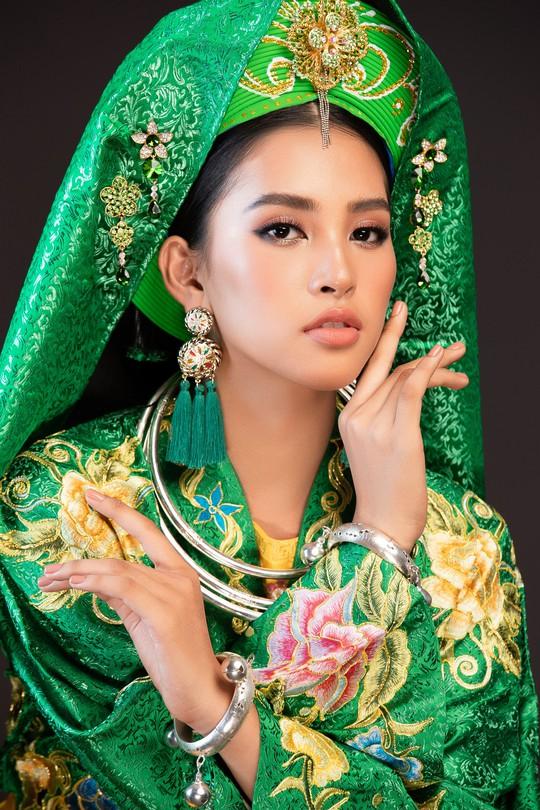 Hoa hậu Tiểu Vy lên đồng tại Miss World 2018 - Ảnh 4.