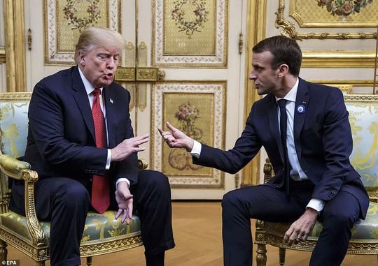 Giải mã phản ứng của ông Trump khi ông Macron vỗ đầu gối - ảnh 9