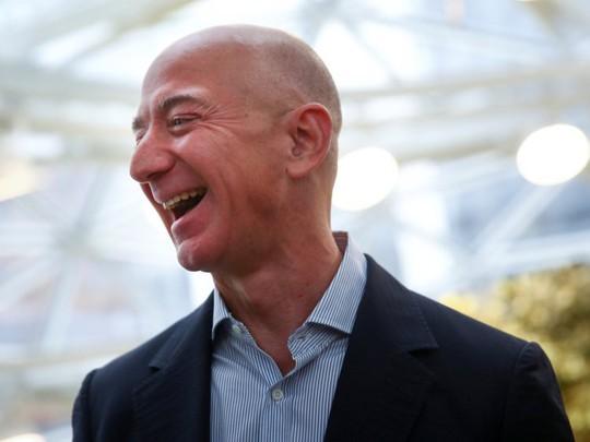 Giàu nhất thế giới, Jeff Bezos vẫn rửa bát mỗi tối - Ảnh 1.