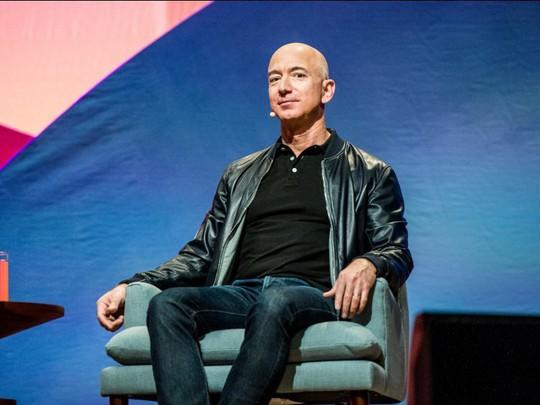 Giàu nhất thế giới, Jeff Bezos vẫn rửa bát mỗi tối - Ảnh 2.