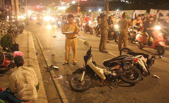 Series of motorcycles, one dead, many injured - Picture 1.