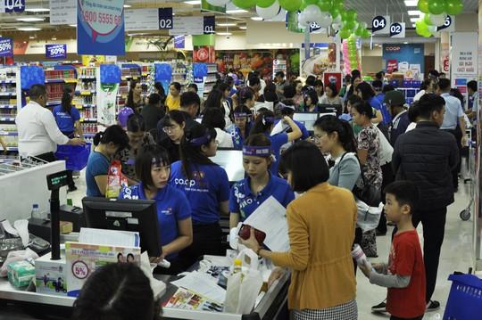 Co.opmart Việt Trì thu hút khách hàng nhờ khuyến mãi khủng - Ảnh 1.