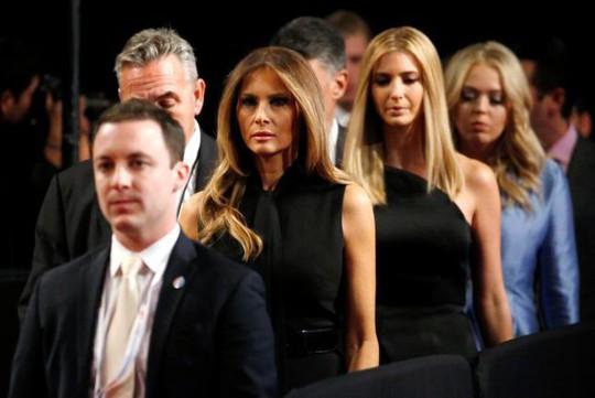 """Trợ lý Nhà Trắng """"đau đầu"""" với vợ con Tổng thống Donald Trump - Ảnh 1."""