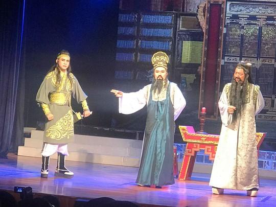Nghe si Linh Trung tao dau an moi qua vai Bao Cong
