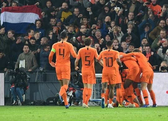 Hà Lan quật ngã nhà vô địch World Cup, xe tăng Đức rớt hạng Nations League - Ảnh 4.