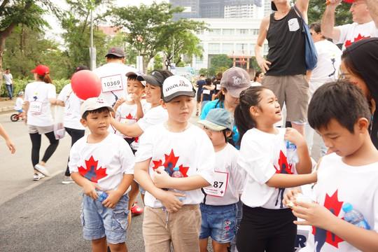 Hàng ngàn người tham gia chạy từ thiện - Ảnh 1.