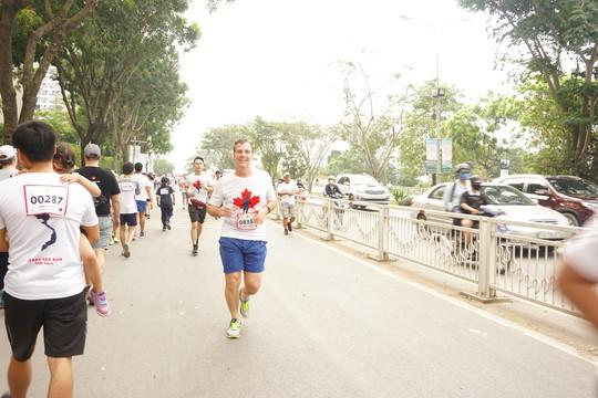 Hàng ngàn người tham gia chạy từ thiện - Ảnh 3.