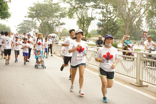 Hàng ngàn người tham gia chạy từ thiện - Ảnh 2.