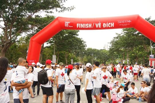 Hàng ngàn người tham gia chạy từ thiện - Ảnh 4.
